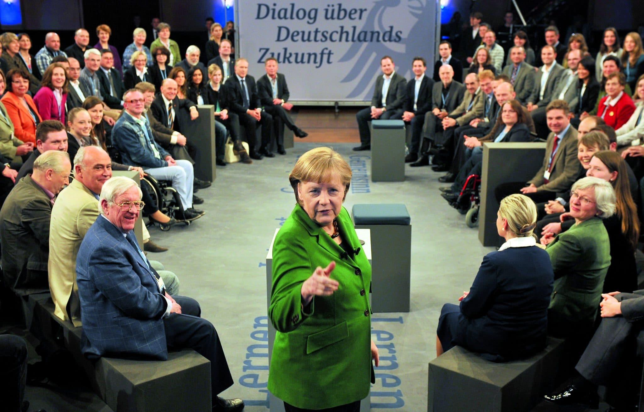 """Angela Merkel beim Bürgergespräch Mitte März in Heidelberg: """"Ich nehme das auf"""". Foto: Torsten Silz/dapd"""