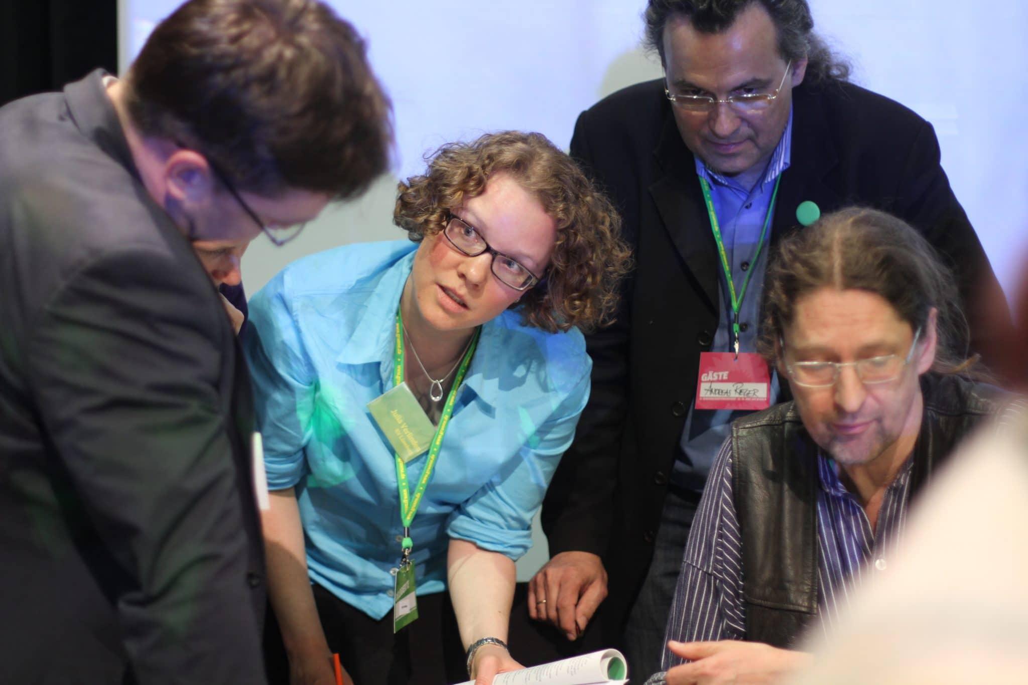 """Kommt der Vorschlag bei Steffi Lemke durch? Julia Verlinden und die Arbeitsgemeinschaft """"Energie"""". Foto: Christine Ambrus"""