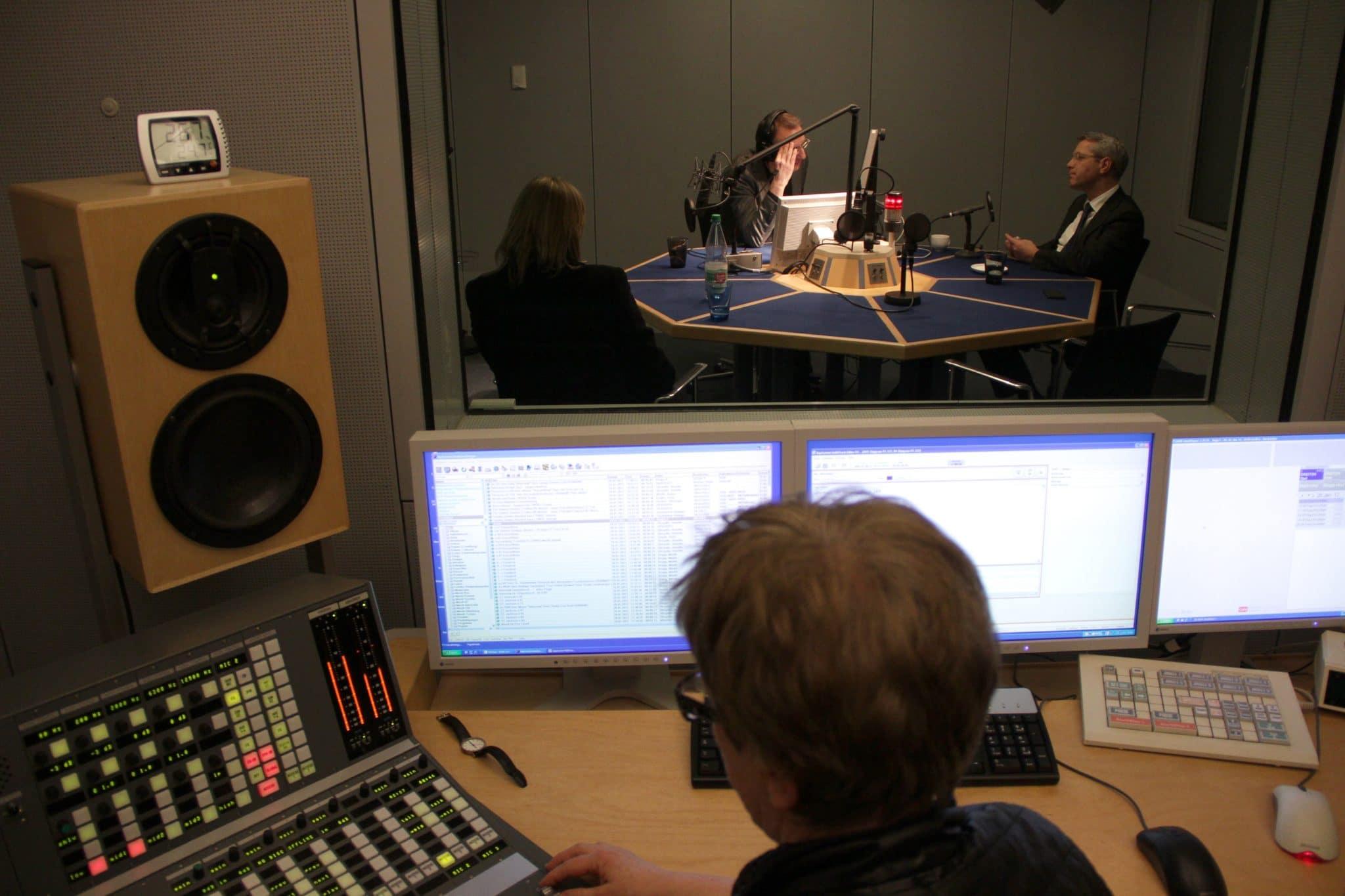 Mit O-Tönen im Radio können Politiker über den Tag hinweg viele Menschen erreichen. Foto: flickr.com