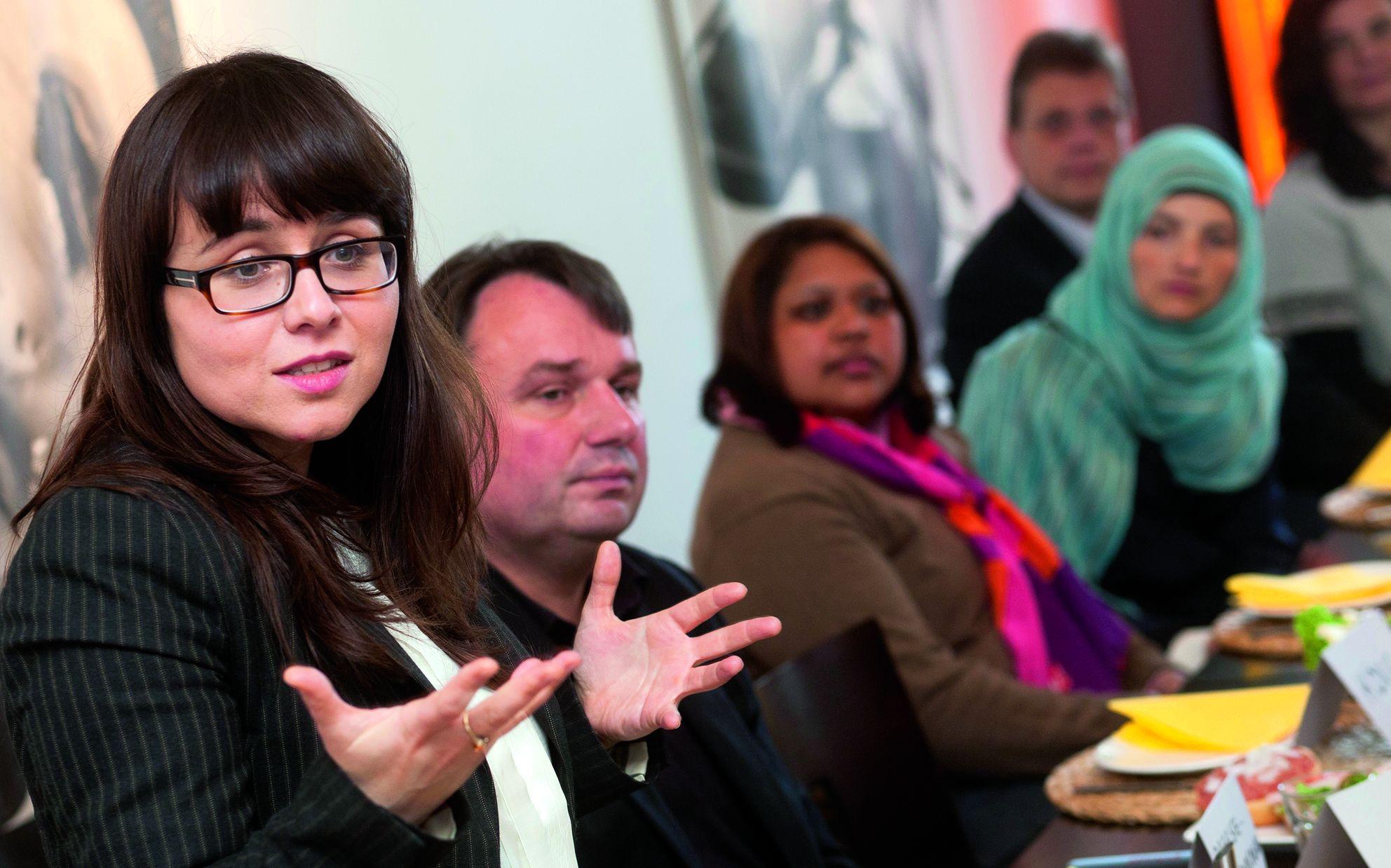 Lebhafte Diskussion um Mettbrötchen: Frühstück in einem Café in Witten mit CDU-Kommunalpolitikern und Mitgliedern von Moscheevereinen, Foto: Thomas Seuthe