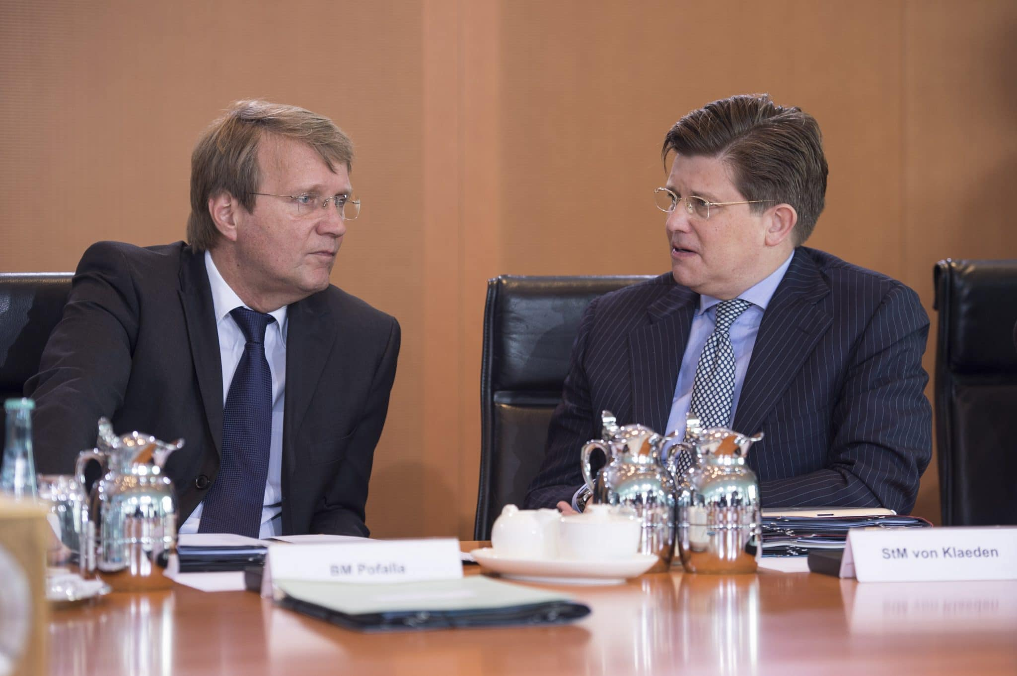 Ronald Pofalla und Eckart von Klaeden am Kabinettstisch Ronald Pofalla und Eckart von Klaeden am Kabinettstisch. Foto: Marco Urban