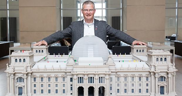Foto: Laurin Schmid Das Reichstagsgebäude war Harald Petzold schon vertraut, bevor er 2013 selbst Abgeordneter wurde. Foto: Laurin Schmid