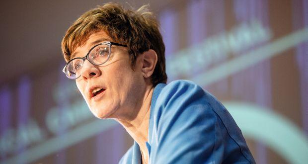 Beim Political Campaign Festival im Quadriga Forum in Berlin sprach Annegret Kramp-Karrenbauer in ihrer Keynote über die Notwendigkeit einer einfachen, emotionalen Sprache. (c) Jana Legler/Quadriga Media