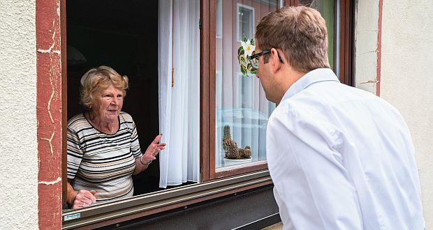 """""""Besonders wichtig ist uns der Haustürbesuch, der uns den Leuten näherbringt"""", sagt Erik Stohn. (c) privat"""