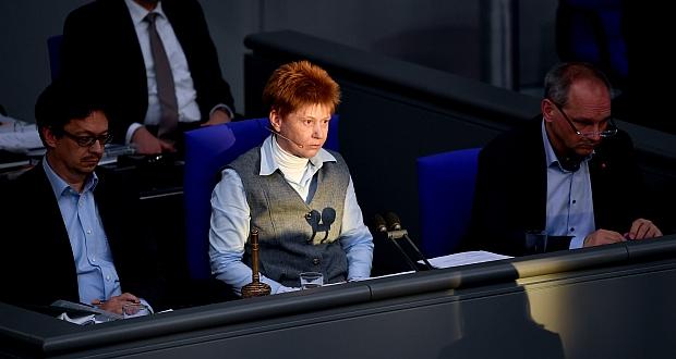 Petra Pau (Linke) ist seit 2006 Vizepräsidentin des Deutschen Bundestags. Dabei sprang sie damals als Kandidatin nur ein, weil Lothar Bisky zuvor in vier Wahlgängen durchgefallen war. (c) dpa/Britta Pedersen