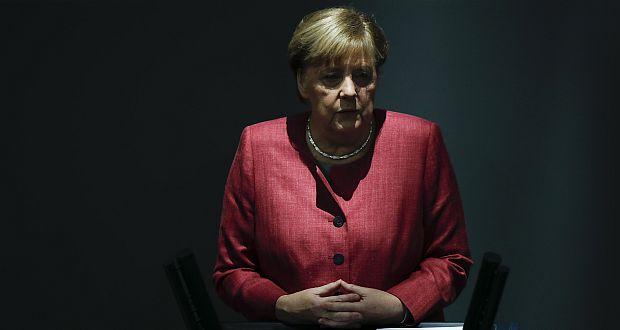 Bundeskanzlerin Angela Merkel spricht während der Debatte über den deutschen Haushalt 2021 im Deutschen Bundestag Ende September. (c) picture alliance/AP Photo/Markus Schreiber